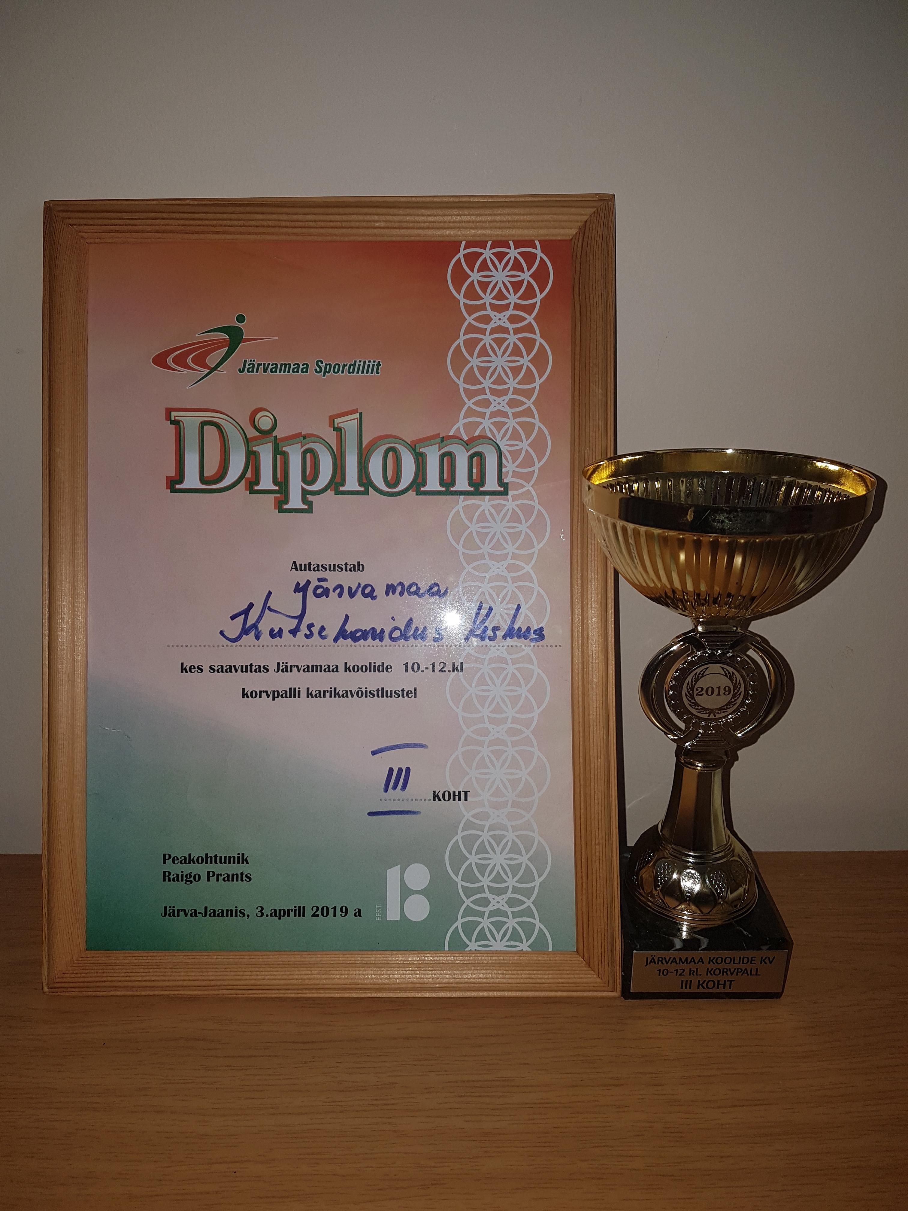 Järvamaa Kutsehariduskeskuse korvpalli võistkond saavutas Järvamaa koolide 10.-12.klasside vahelisel korvpalli karikavõistlusel auhinnalise III.koha.