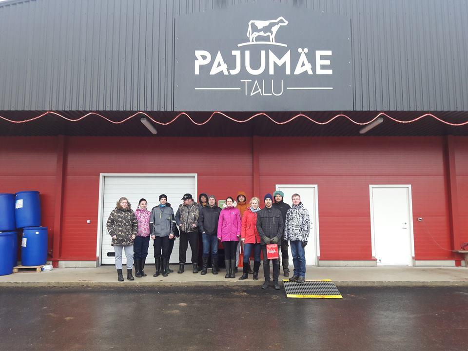 Järvamaa Kutsehariduskeskuse põllumajandustöötaja veisekasvataja 4 tase õppegrupp külastamas Pajumäe talu.