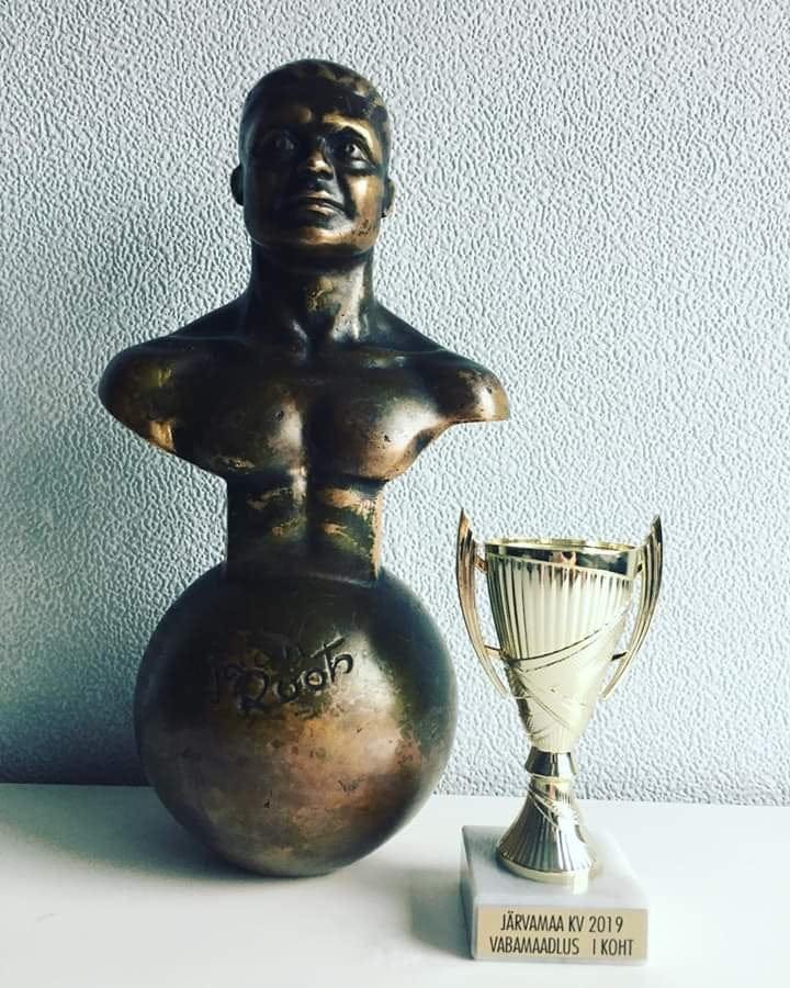 Võidetud võidukarikas ning rändtrofee Järvamaa KV 2019 naistemaadluses.