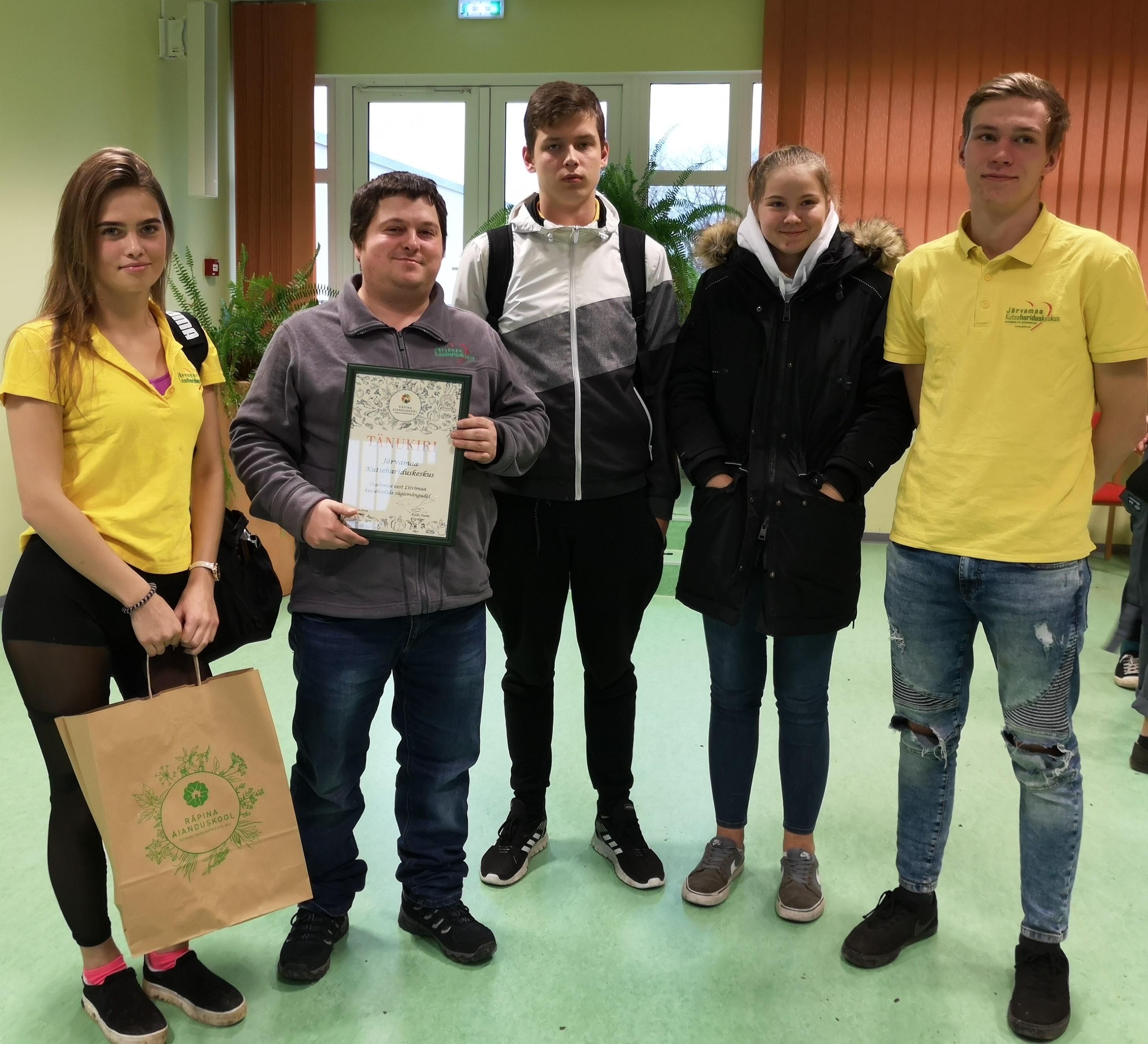 Pildil: Anges Klaar (LK-19), Vadim Albrant (noortejuht), Rasmus Truu (LK-19), Mariliis Nikkel (PH-19) ja Vahur Vessik (AT-17)