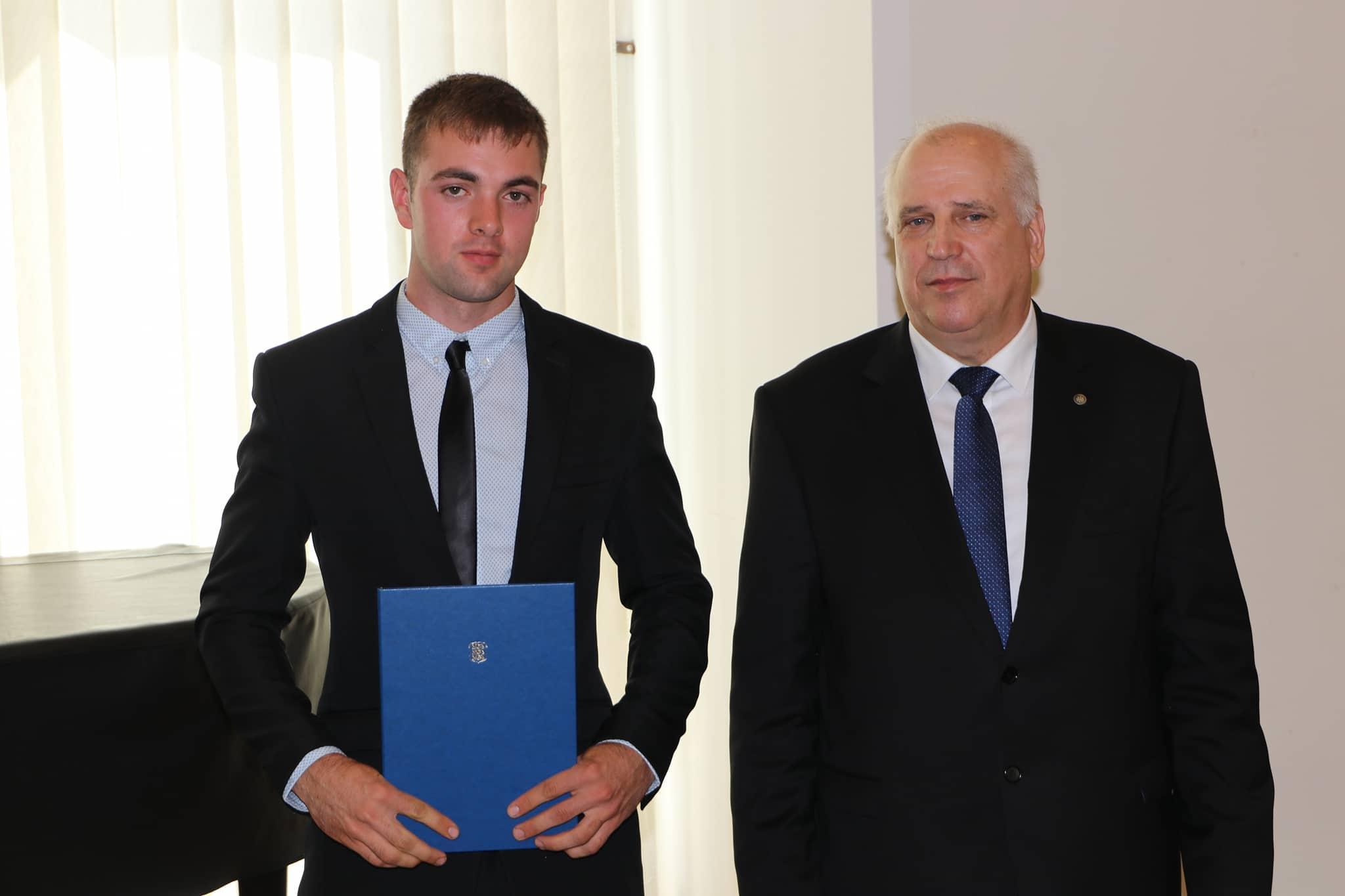 Meelis Lindret koos maaeluminister Mart Järvikuga.